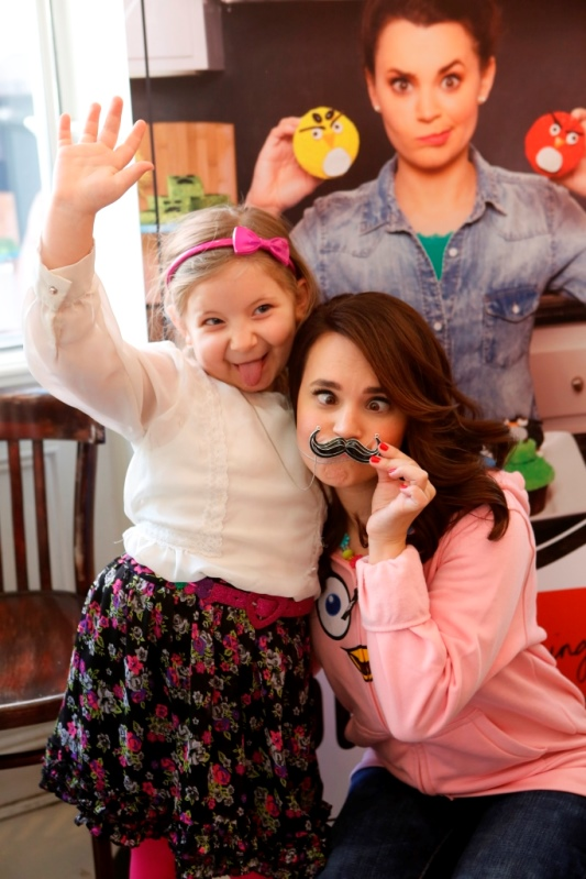 Rosanna Pansino and a fan at The Little Cupcake Bakeshop Youtube Angry Birds EVent