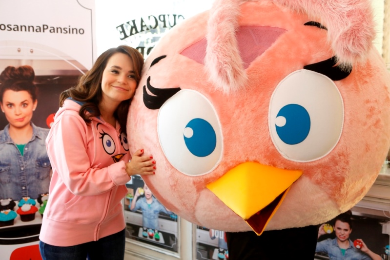 Rosanna Pansino hugging Stella at The Little Cupcake Bake Shop Youtube Angry Birds Event