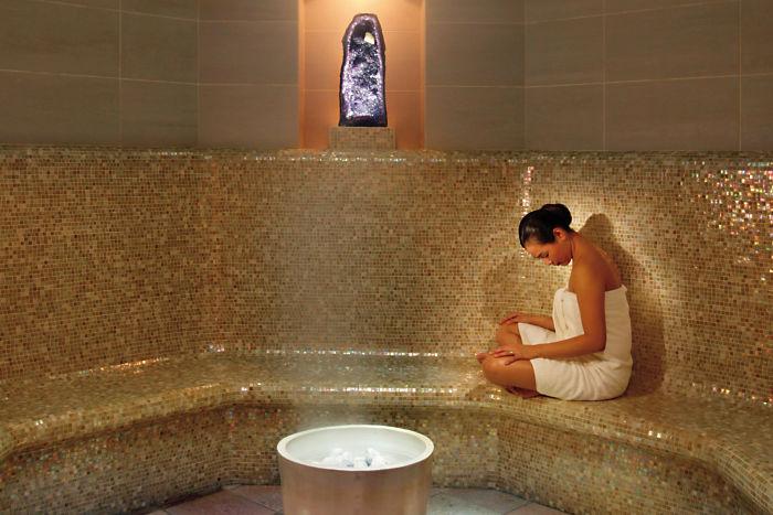 new-york-luxury-spa-amethyst-crystal-steam-room